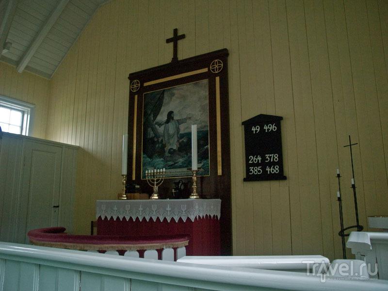 Алтарь церкви в Тьёрнувиге / Фото с Фарерских островов