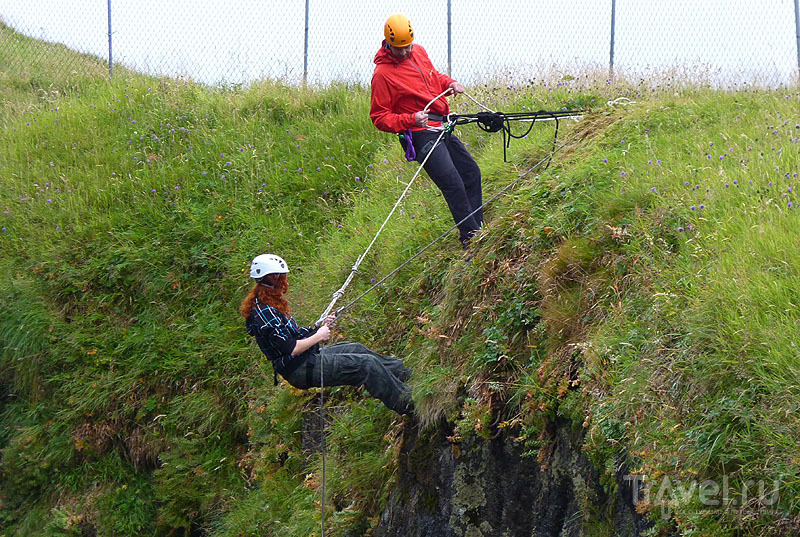 Хождение по вертикальной поверхности / Фото с Фарерских островов