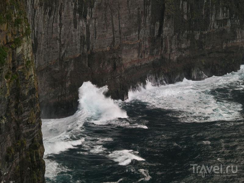 Волны Атлантики у фарерских берегов / Фото с Фарерских островов