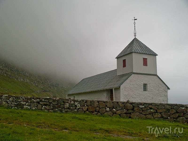 Одна из самых старых церквей на Фарерах, Киркьюбё / Фото с Фарерских островов