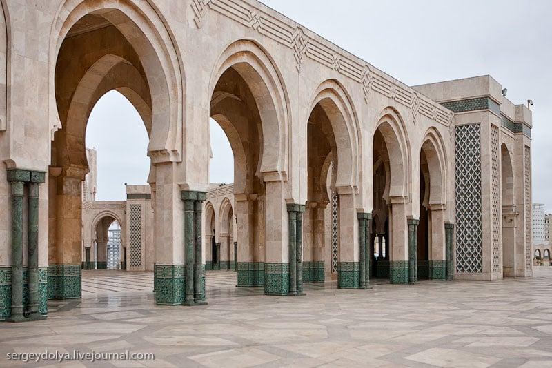 Стена мечети Хасана Второго в Касабланке, Марокко / Фото из Марокко