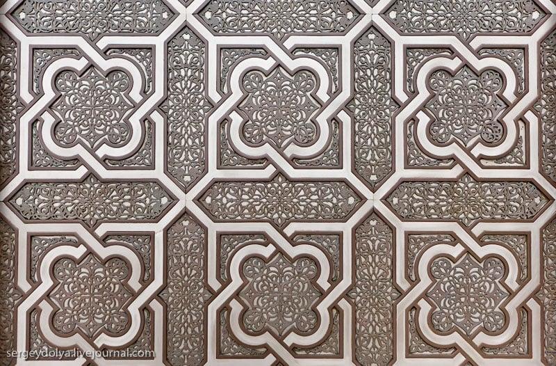 Двери мечети Хасана Второго в Касабланке, Марокко / Фото из Марокко