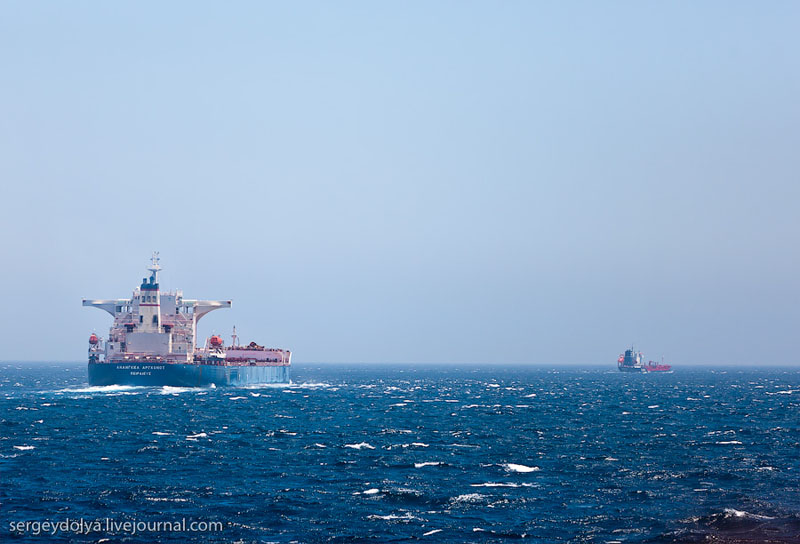 Суда в Гибралтарском проливе / Фото из Марокко