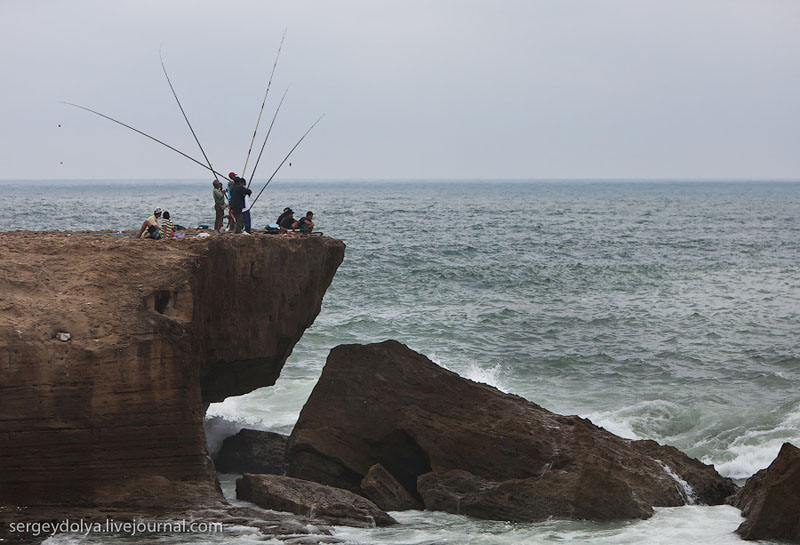 Рыбаки в Рабате / Фото из Марокко