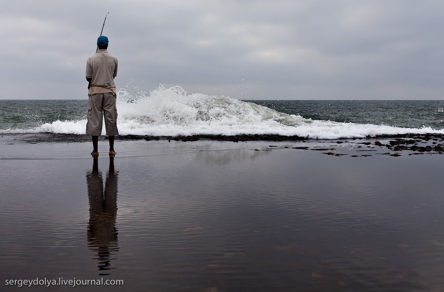 Рыбак на атлантическом побережье Марокко / Фото из Марокко