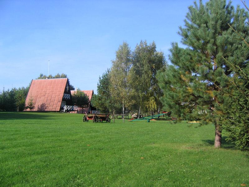 Лужайки усадьбы Анталакая, Литва. / Фото из Литвы