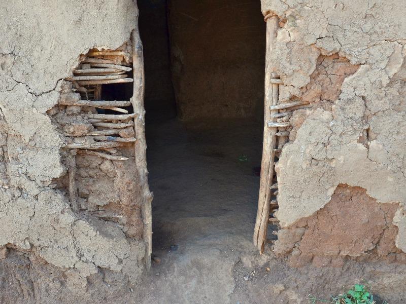 Вход в жилище масаев / Фото из Кении