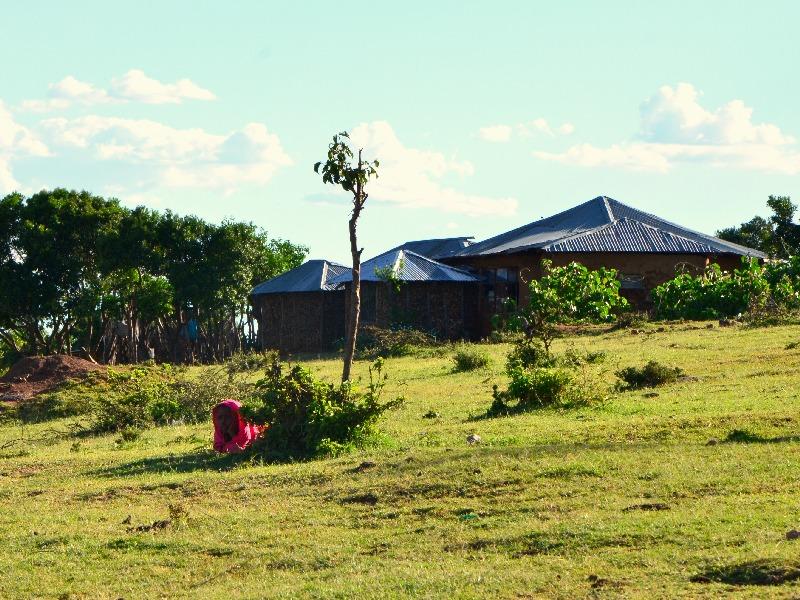Школа неподалеку от деревни масаев / Фото из Кении