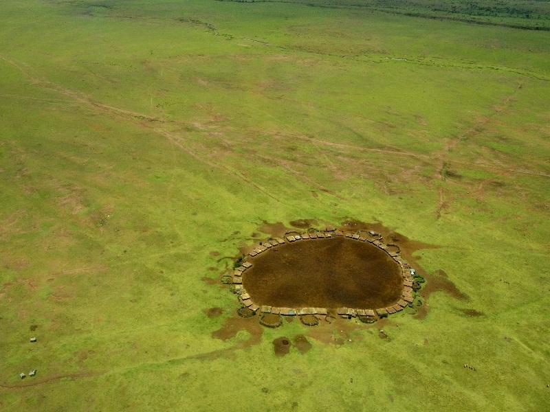 Вид на деревню масаев с самолета / Фото из Кении