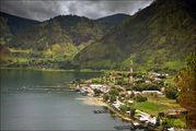 На берегу озера Тоба / Индонезия