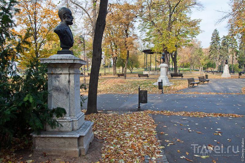 Памятники в белградском парке, Сербия / Фото из Сербии