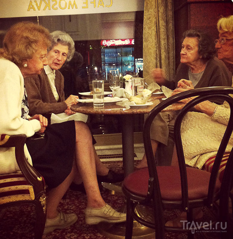 Пенсионерки в кафе, Белград / Фото из Сербии
