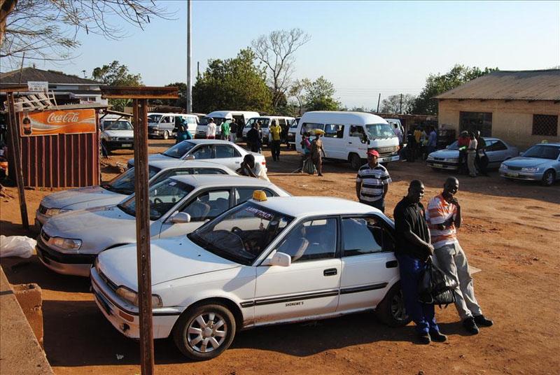 Таксисты в городе Ситеки / Фото из Свазиленда