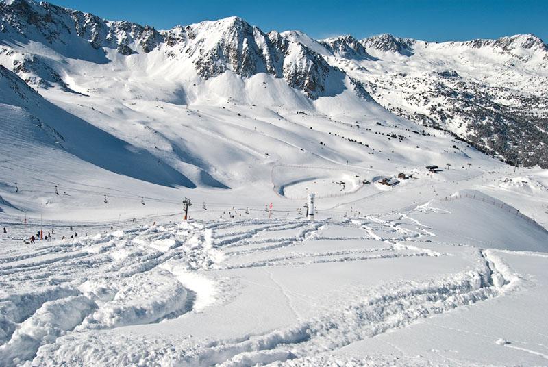 Вид с горы в Пас-де-ла-Каса / Фото из Андорры