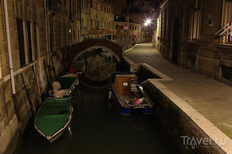Венецианский канал ночью / Фото из Италии