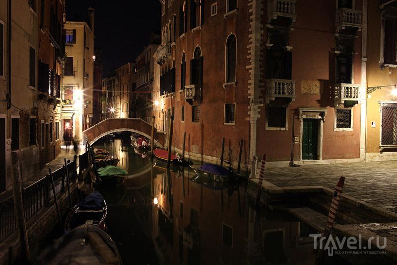 Венеция ночью - такая же красочная, как и днем / Фото из Италии