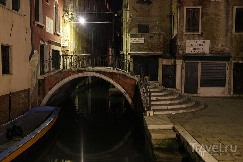 Один из тысяч мостиков через каналы Венеции / Фото из Италии