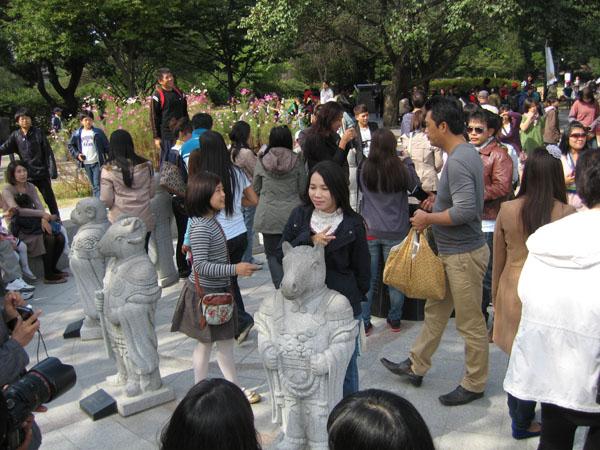 Скульптуры в парке Сеула / Фото из Южной Кореи