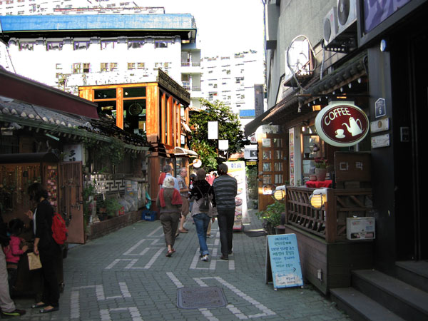 Шопинг в районе Инсандон, Сеул / Фото из Южной Кореи
