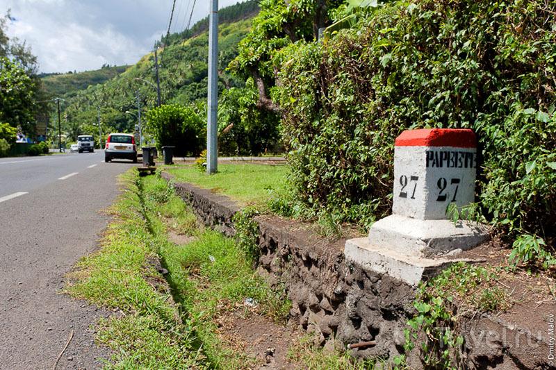 Километровый знак на Таити / Фото из Французской Полинезии