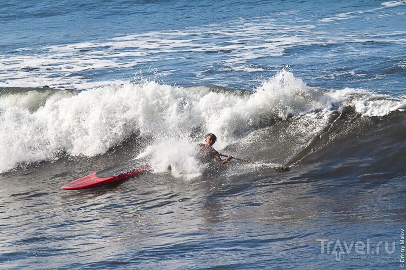 Опытный серфингист на Таити / Фото из Французской Полинезии