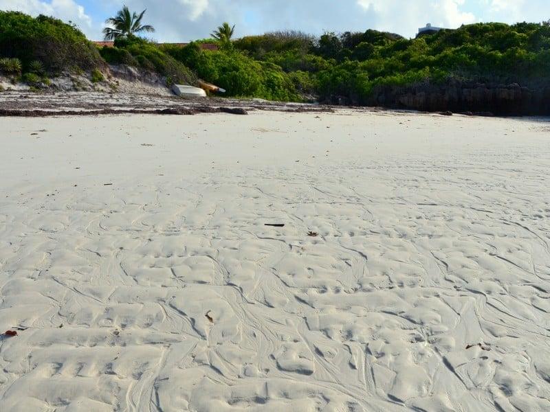 Песок на пляже курорта Малинди в Кении / Фото из Кении