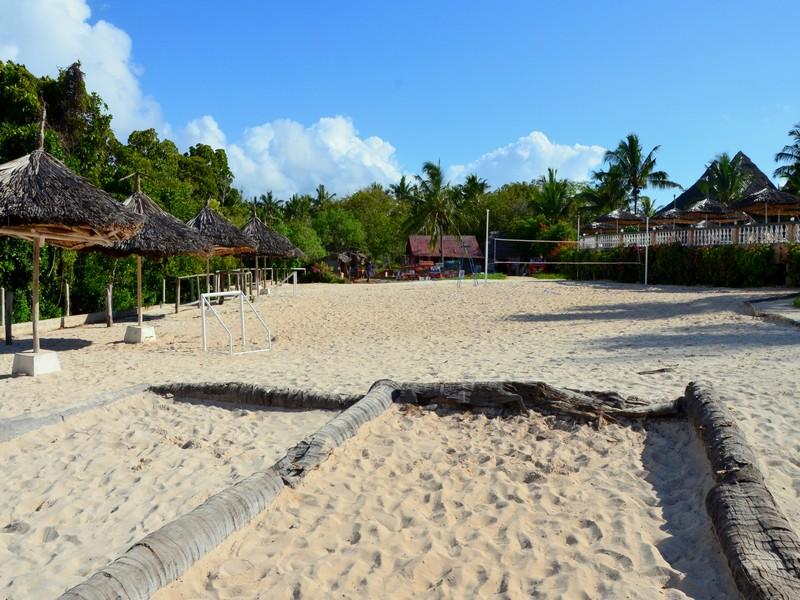 Площадка для игры в петанк отеля Temple Point Resort на курорте Малинди, Кения / Фото из Кении