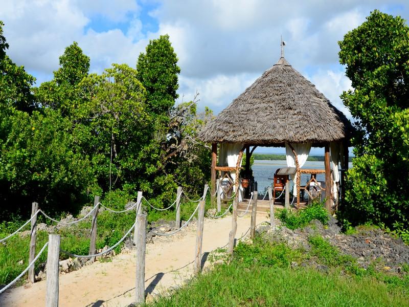 Вход на пляж курорта Малинди, Кения / Фото из Кении