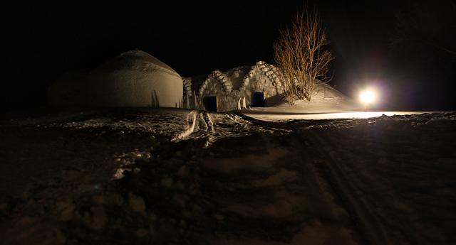 Иглу на территории усадьбы Йоулупукки недалеко от Руки, Финляндия / Фото из Финляндии