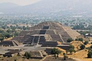 Перед пирамидой Луны / Мексика