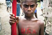 Наблюдает за выступлением / Вануату