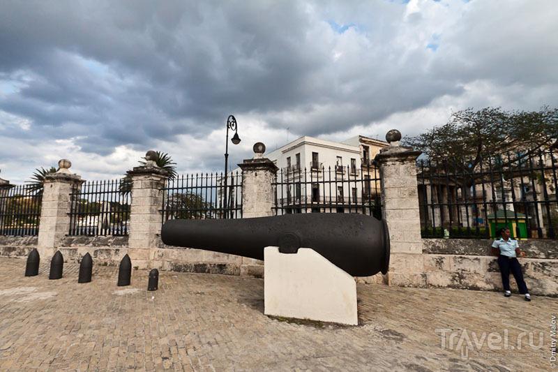 Гигантская пушка в Гаване, Куба / Фото с Кубы
