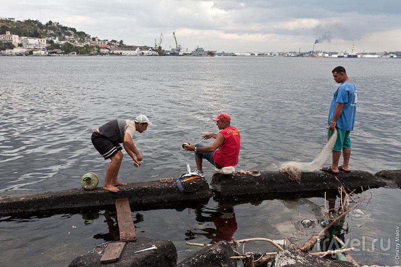 Ловля рыбы на набережной Гаваны, Куба / Фото с Кубы