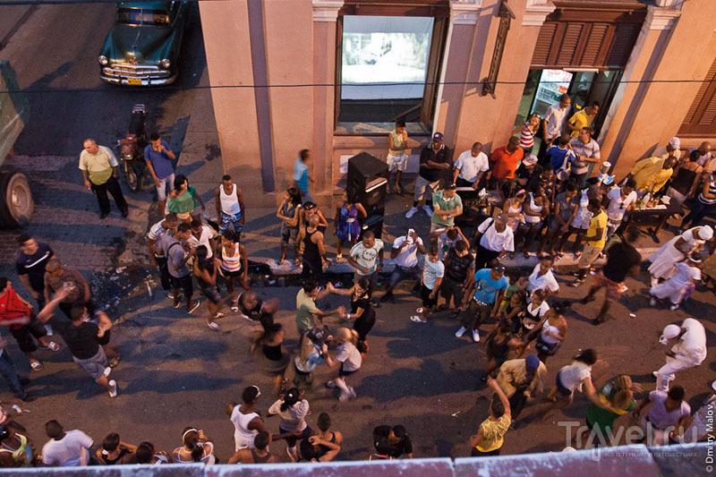Толпа на улице Матансаса, Куба / Фото с Кубы