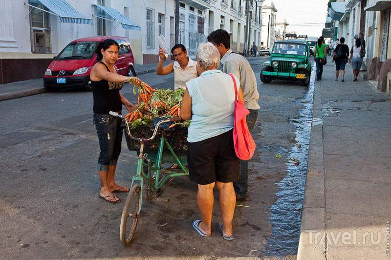 Торговля морковью в Сьенфуэгосе, Куба / Фото с Кубы
