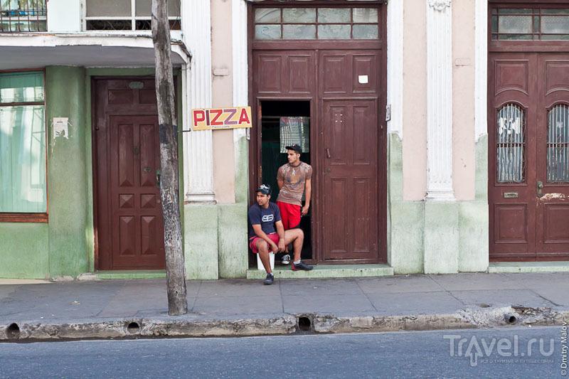 Продажа пиццы в Сьенфуэгосе, Куба / Фото с Кубы