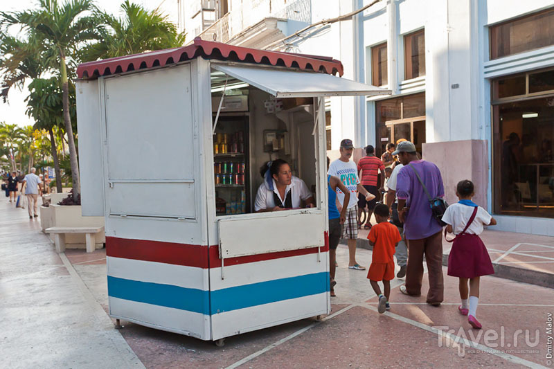 Продажа прохладительных напитков в Сьенфуэгосе, Куба / Фото с Кубы