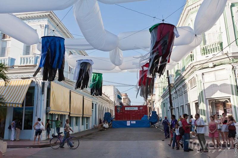 Украшения на улице Сьенфуэгоса, Куба / Фото с Кубы