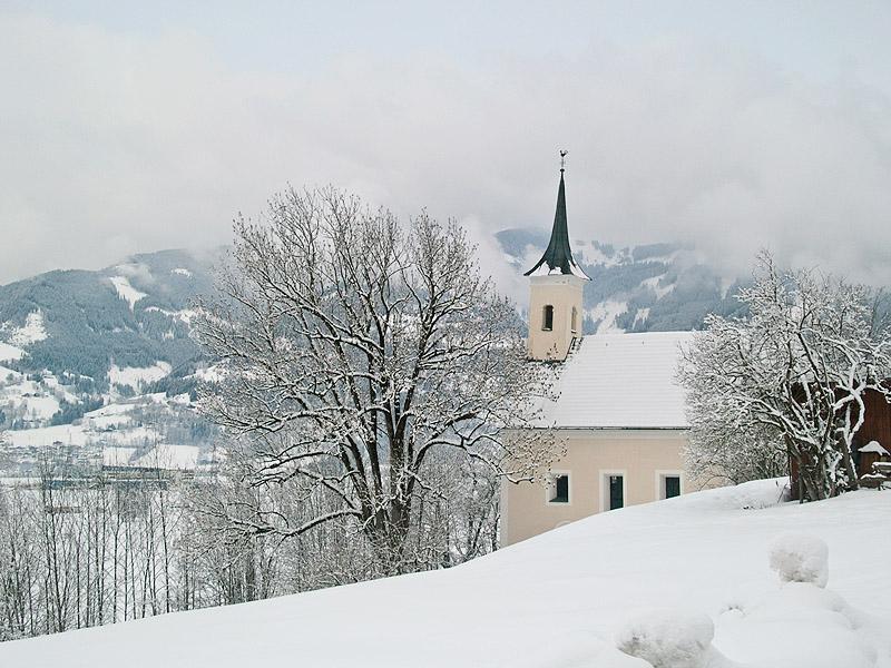 Церковь рядом с замком в Капруне / Фото из Австрии