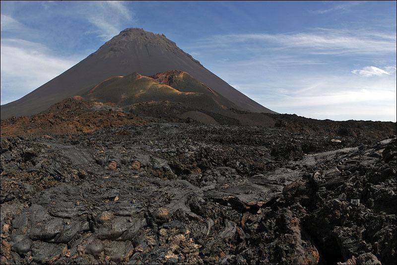 Застывшая лава вулкана Фогу, Кабо-Верде / Фото из Кабо-Верде