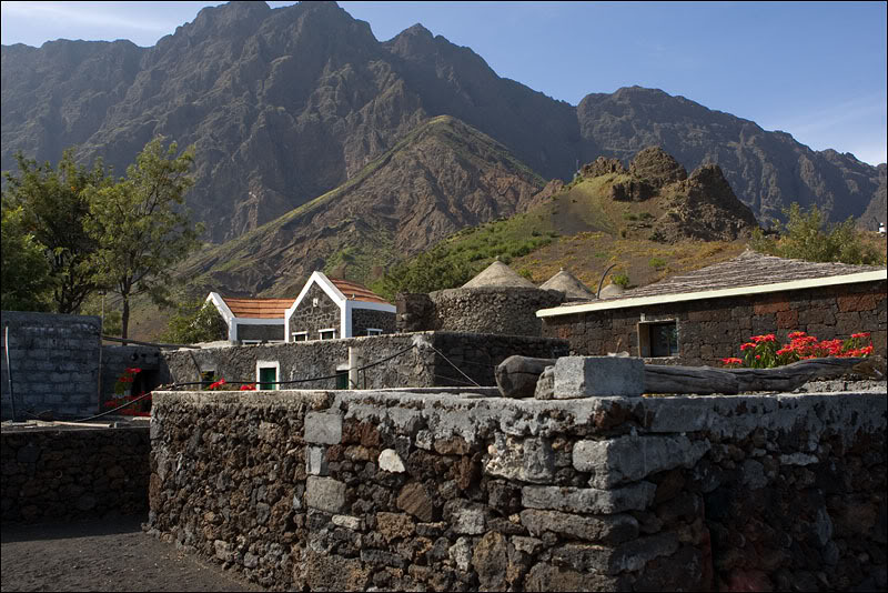 Деревня Шан-даш-Калдейраш у подножия вулкана, Кабо-Верде / Фото из Кабо-Верде