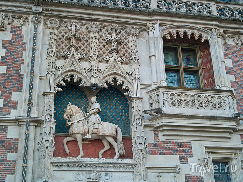 Украшение фасада замка в Блуа / Фото из Франции