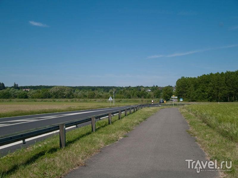 Велосипедная дорожка отделена от машин / Фото из Франции