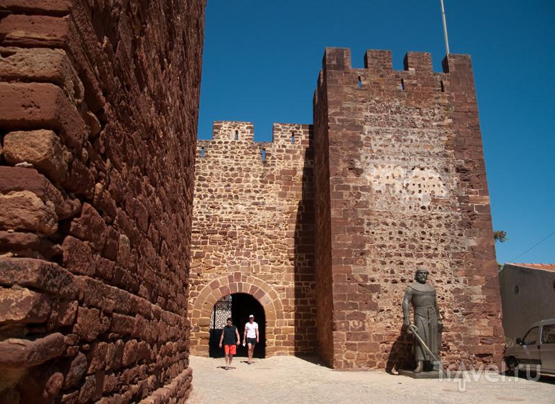 Крепость Силвеша из красного камня / Фото из Португалии