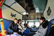 Пассажиры в вагоне / Индия