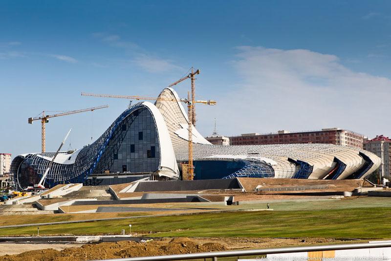 Строительство Культурного центра Гейдара Алиева в Баку / Фото из Азербайджана