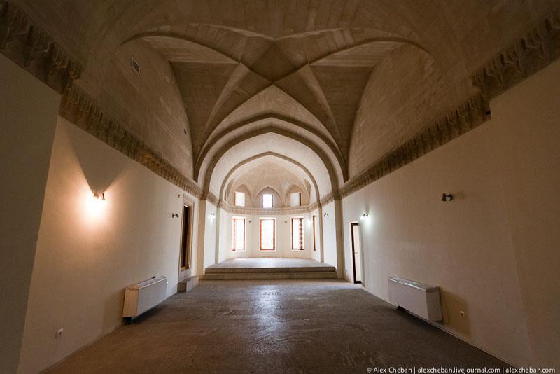 Интерьер Дворца ширваншахов в Баку / Фото из Азербайджана