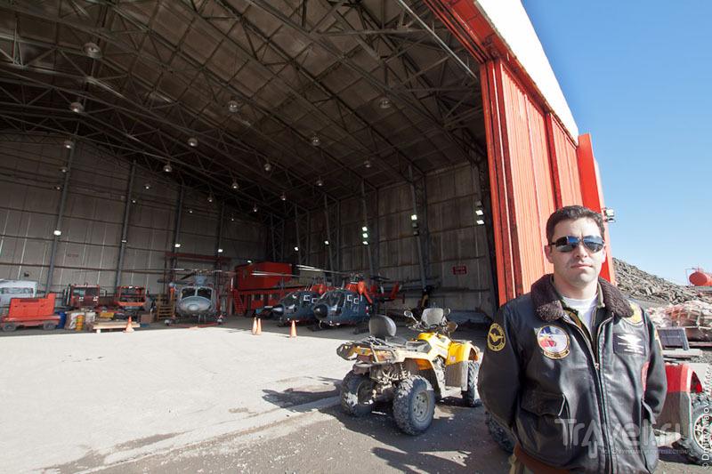 В ангаре на аэродроме Вилья-лас-Эстрельяс / Фото из Антарктики