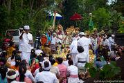 Обряд освещения даров / Индонезия