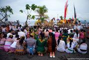 Во время церемонии / Индонезия